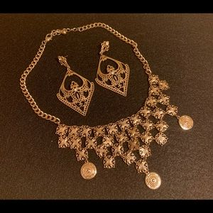 Statement necklace & earring set gold tone